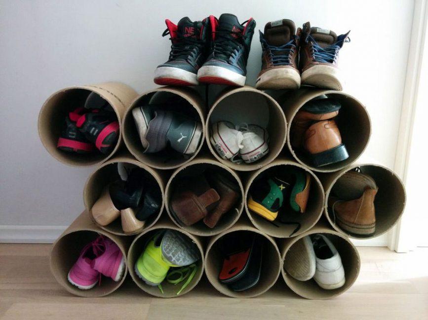 Rak kasut mudah dilakukan dengan tangan