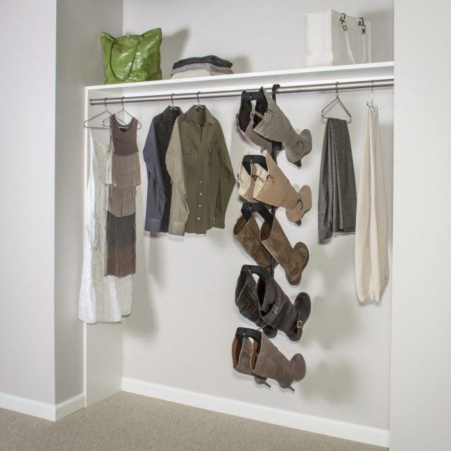 Penyelesaian yang menarik untuk menyimpan kasut - penyangkut