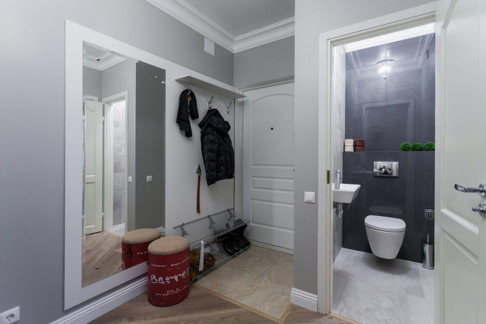 Interior dengan dinding dicat mudah dan murah untuk menaik taraf