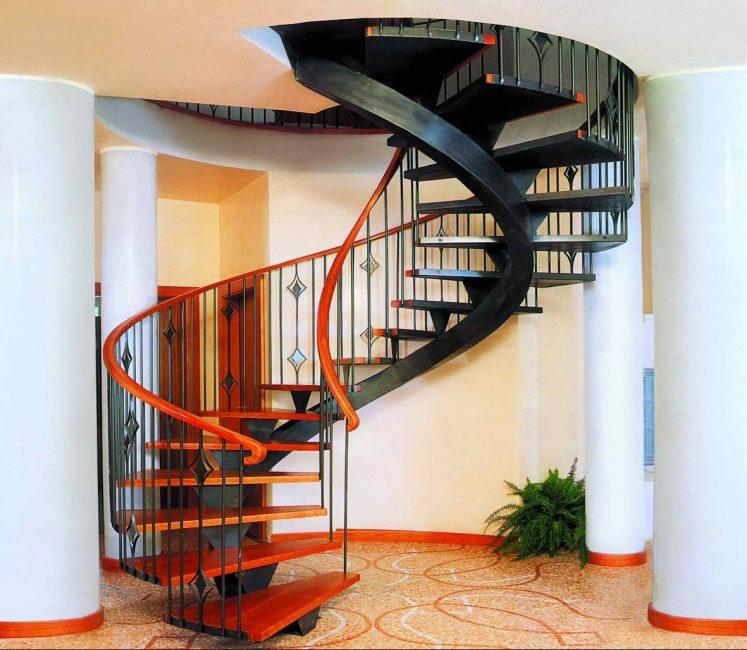 Tangga spiral yang elegan
