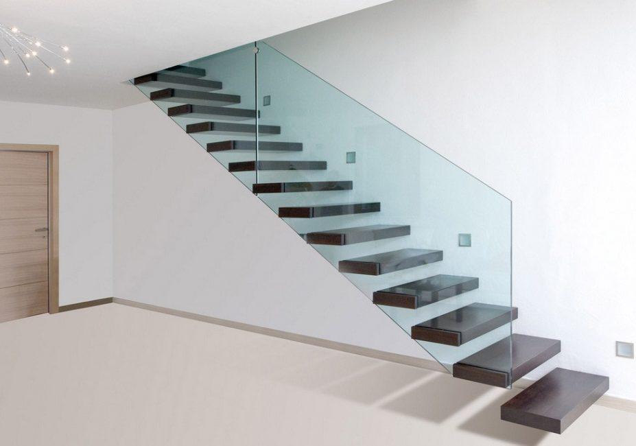 Gabungan kaca dan kayu dalam reka bentuk tangga konsol