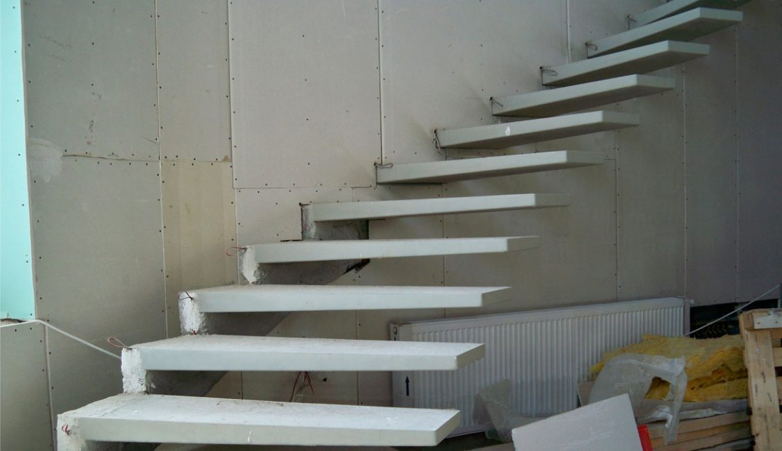 Pemasangan tiub cantilever konkrit
