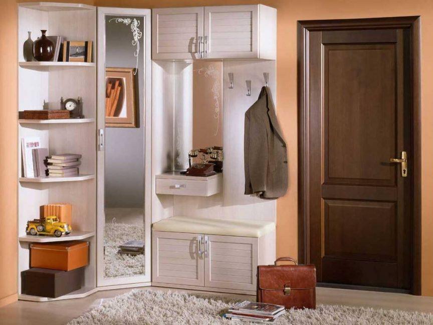 Perabot tidak boleh mengambil banyak ruang, menjadi lapang dan masuk ke pedalaman seluruh apartmen