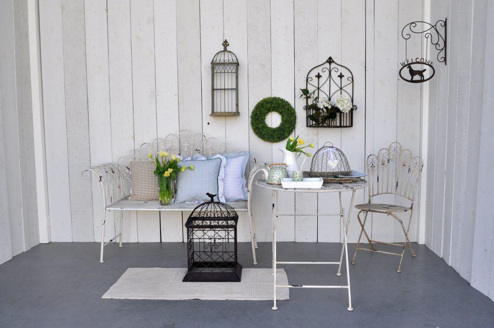 Jangan ragu untuk menggunakan perabot palsu dan unsur hiasan lain dalam gaya ini.