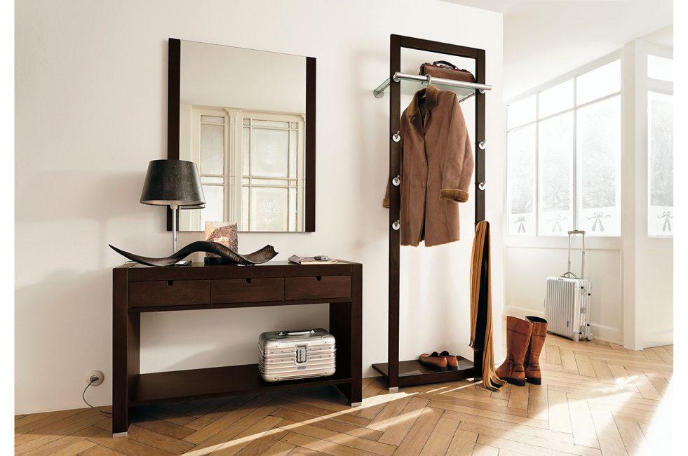 Lantai mini dinding padat dan laci dada berbeza dengan dinding cahaya