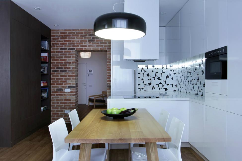 Zon di apartmen, yang berbeza bukan sahaja dengan warna tetapi juga dengan bahan-bahan