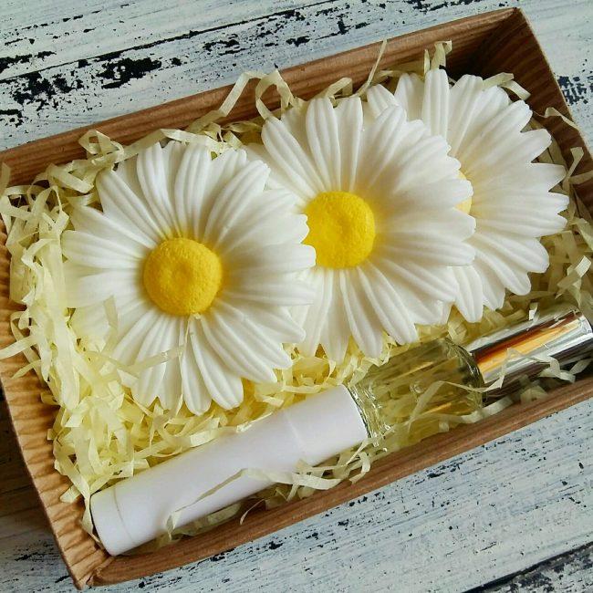 Berikan sabun bentuk dan wangian kegemaran anda.