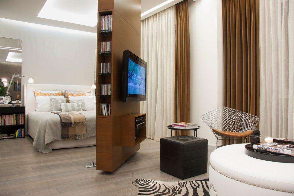 Böyle bir oda için standart mobilya düzenlemesi