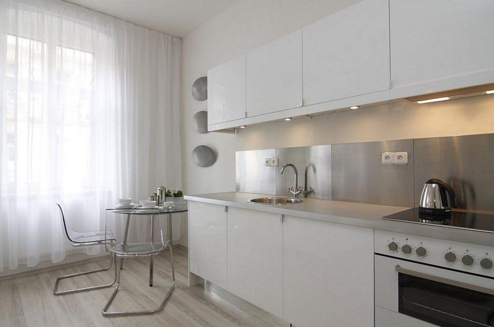Tulle untuk tingkap panorama di dapur