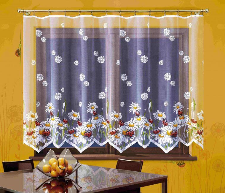 Tulle dapur dengan motif bunga
