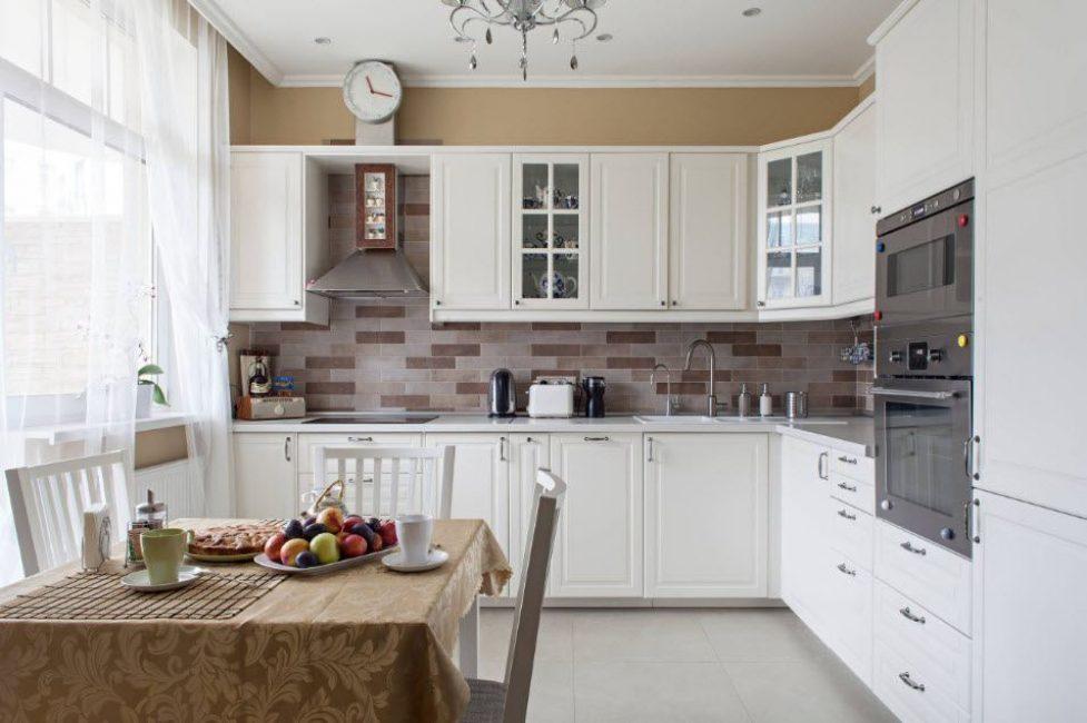 Dapur penjuru adalah penyelesaian pengurusan ruang praktikal.
