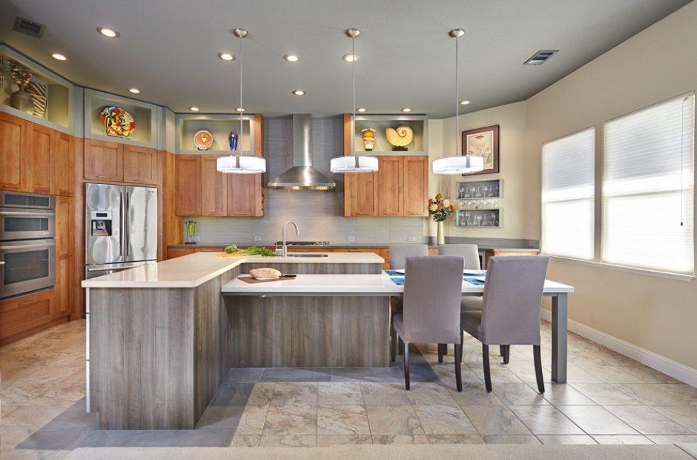 Menghias dapur dengan bantuan kayu adalah penyelesaian reka bentuk yang hebat sentiasa dalam trend