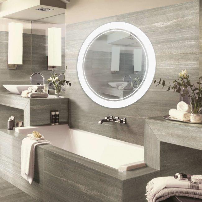 Cermin bulat yang besar boleh diletakkan di atas tab mandi