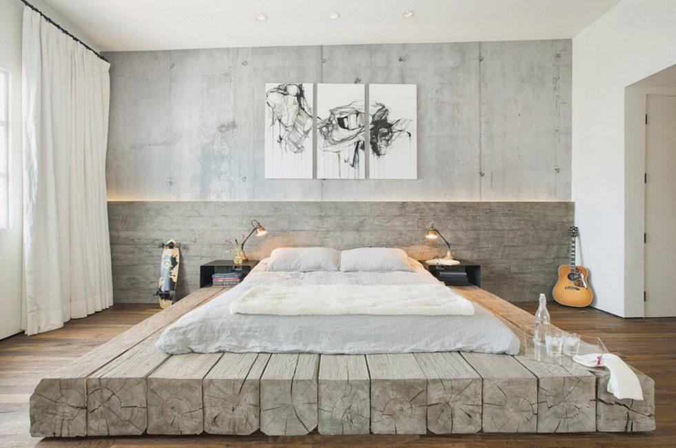 Aydınlık aksesuarlar, klasik mobilyalar, oda boşluğuna aynalar ekleyin.