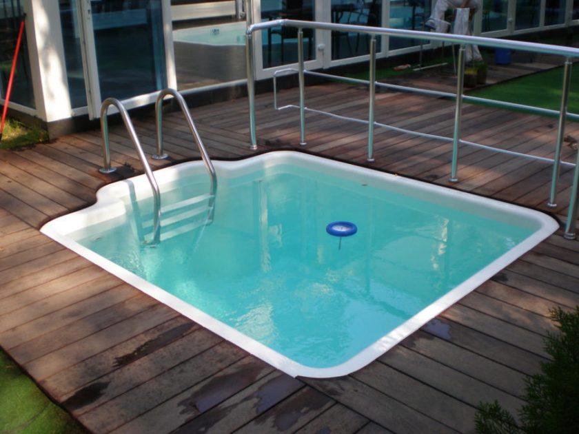 Mangkuk kolam plastik