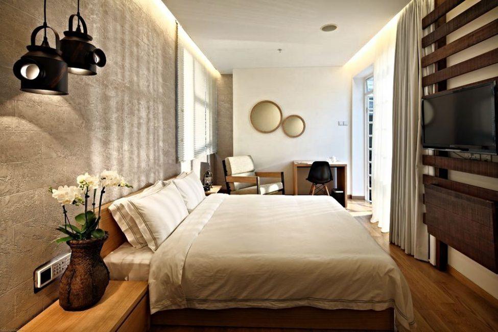 Yatak odasının duvarlarını ve tavanlarını dekore etmek