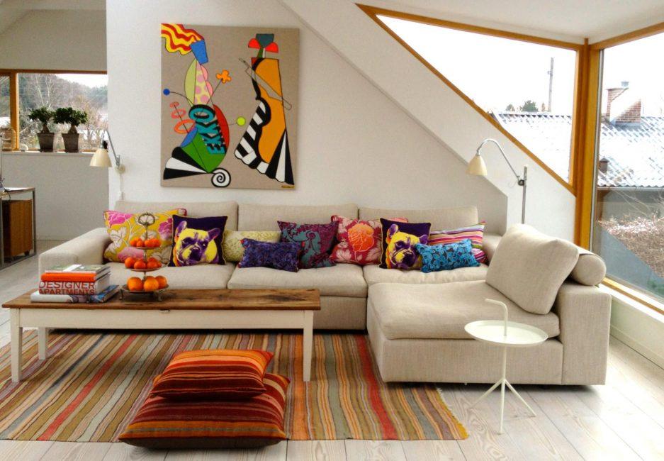 Dekoratif yastıklar - iç mekanı daha parlak hale getirmeye yardımcı olacaktır