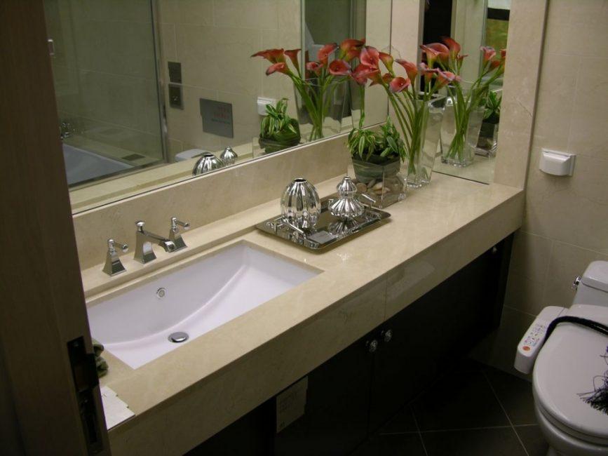 Countertop dengan sinki di atas