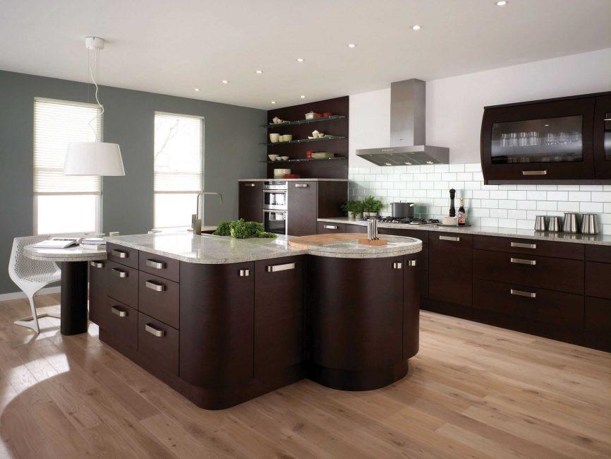 Dapur ini kelihatan selesa