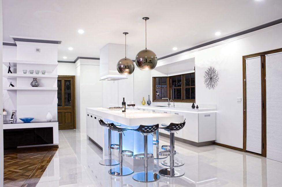 Lampu dapur membantu meletakkan asas untuk memasak yang selesa