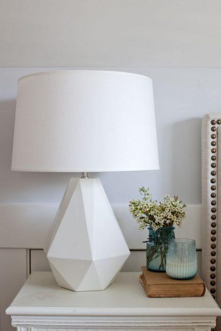 Beyaz ilginç lamba tasarımı