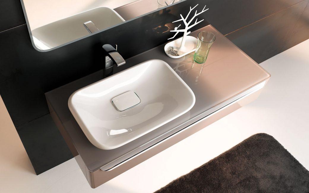 Kaca adalah bahan yang jarang dan luar biasa untuk produk yang sama.