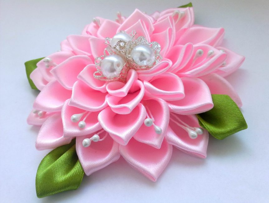 Bunga merah jambu
