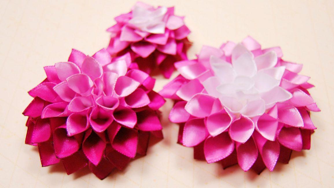 Bunga halus yang digunakan untuk menghiasi gaya dalaman atau gaya rambut