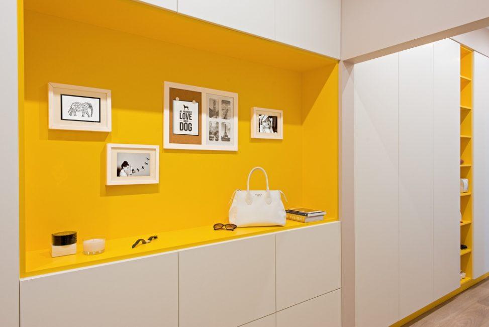 Sarı kullanarak koridor