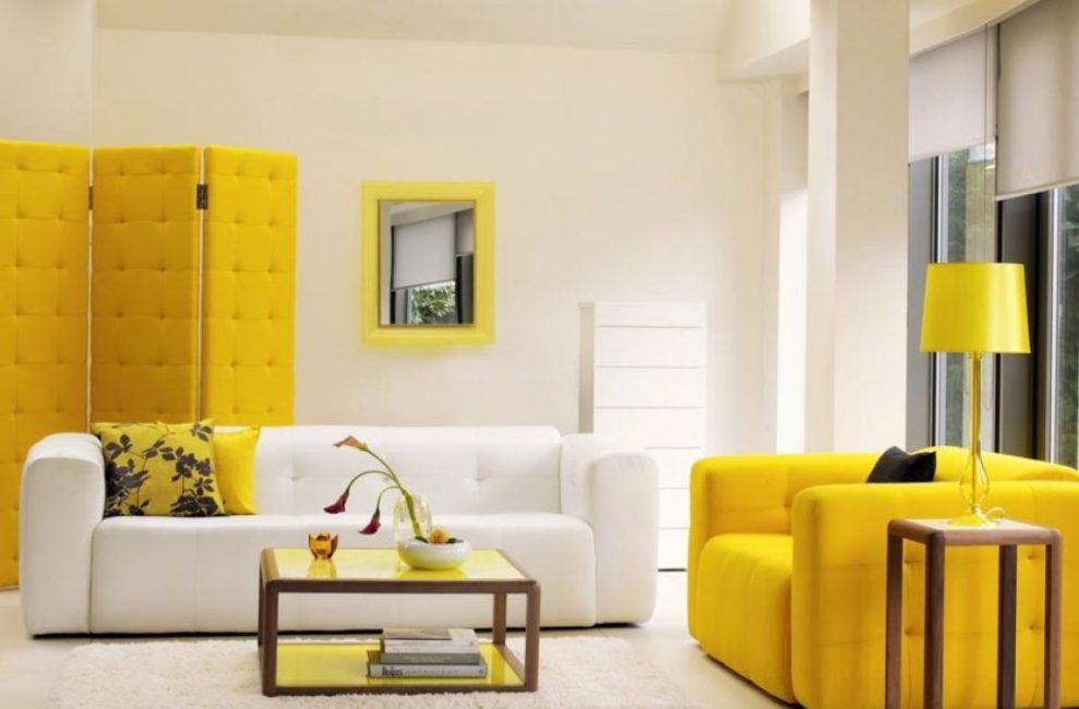 Sarı ve beyaz kombinasyonu