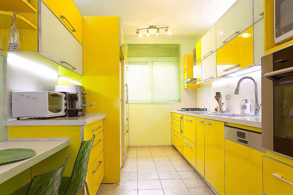 Σε κίτρινα και πράσινα χρώματα