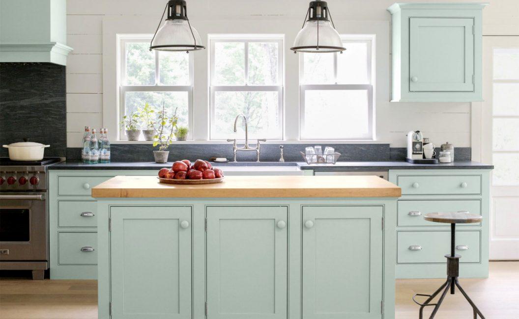 Dapur dalam warna yang lembut dan lembut