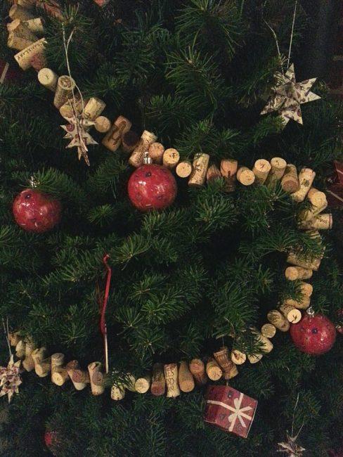 Garland di pokok Krismas