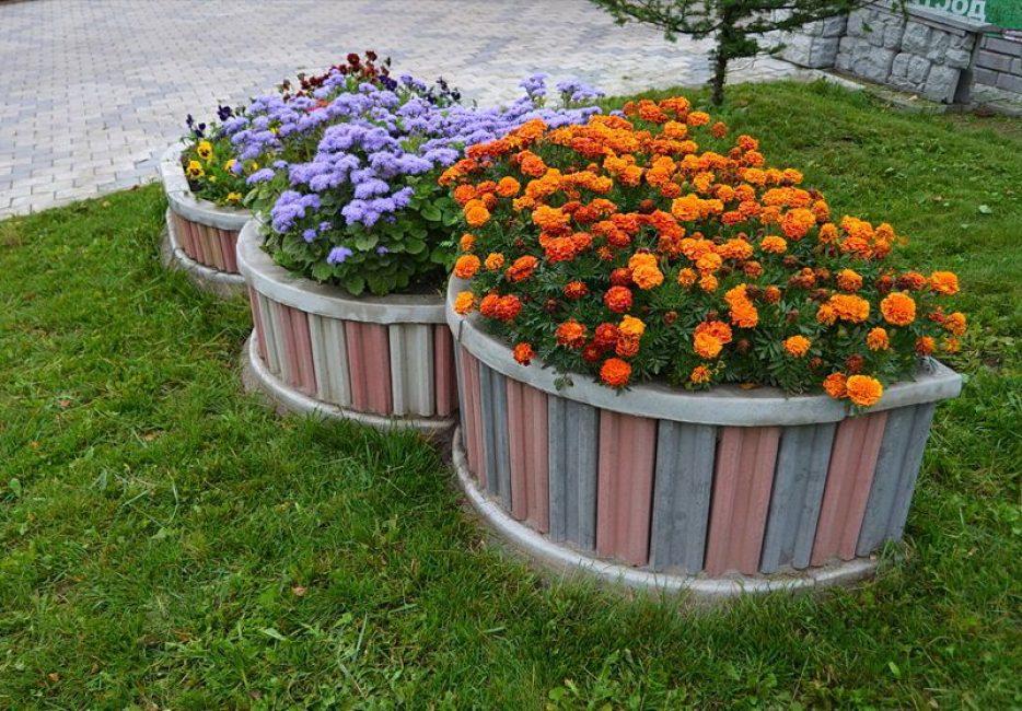 Jenis yang paling biasa adalah, tentu saja, sebuah katil bunga.