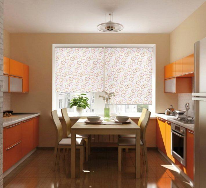 Kain telus akan mewujudkan suasana yang terang dan lembut di dapur.