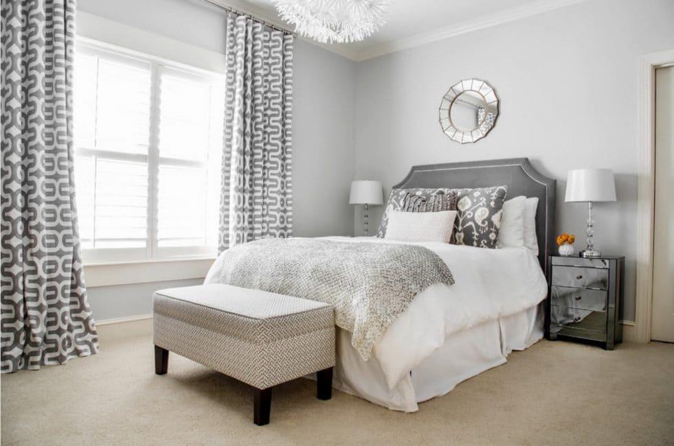 Yastık ve perdelerde doku kumaşlarının kombinasyonu