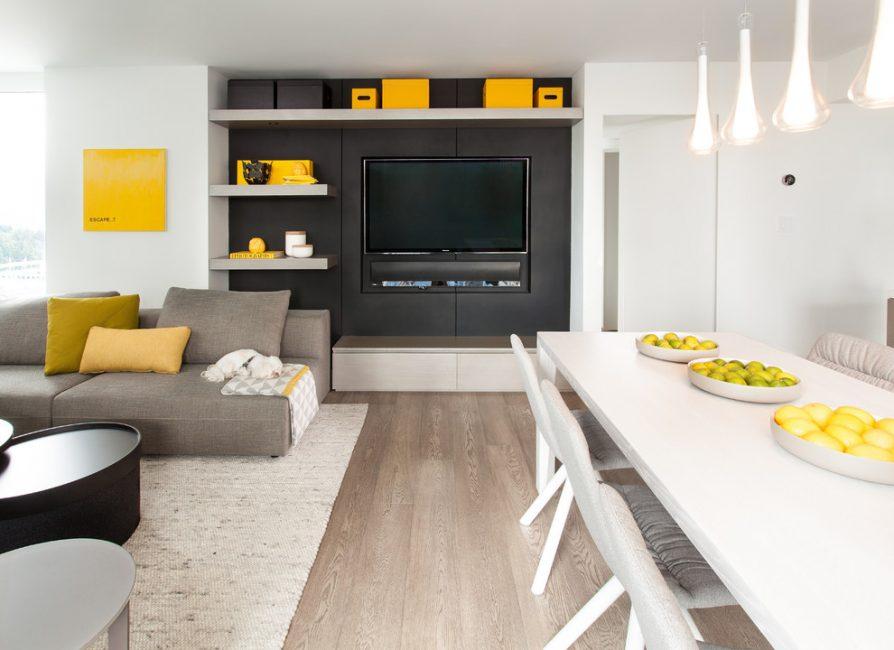 Bahagian utama ruang tamu adalah perabot.