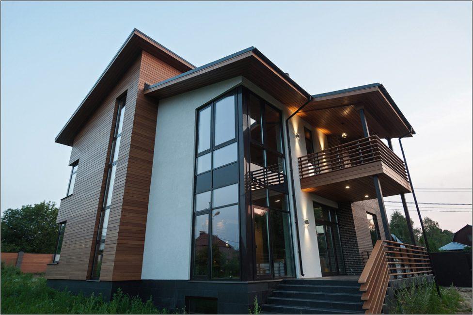 Pencereler için geniş açıklıklar inşa ediliyor.