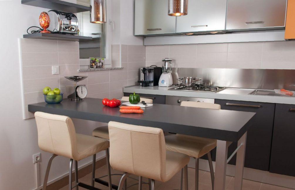 Kaunter bar paling sering dipasang di dapur-studio