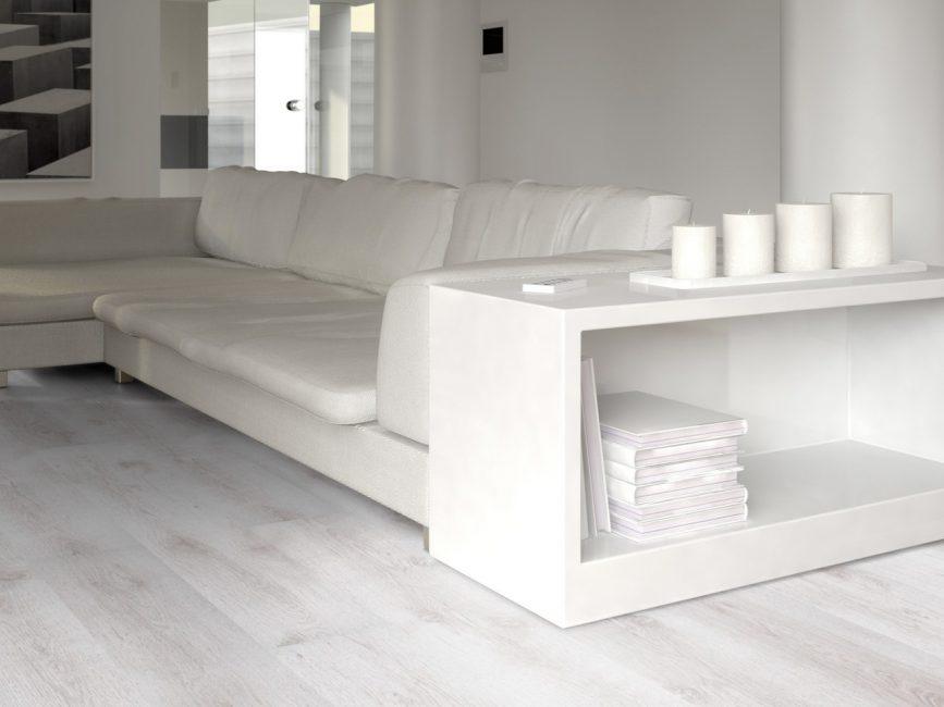 Lantai di pedalaman bersama-sama dengan dinding dan siling memainkan peranan penting.