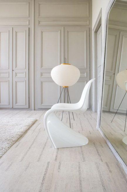 Warna lantai juga bergantung pada saiz koridor anda.