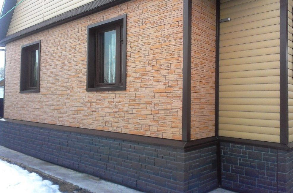 Paneller için en yaygın malzeme polivinil klorürdür (PVC).
