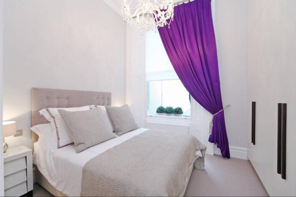Tirai dalam ungu