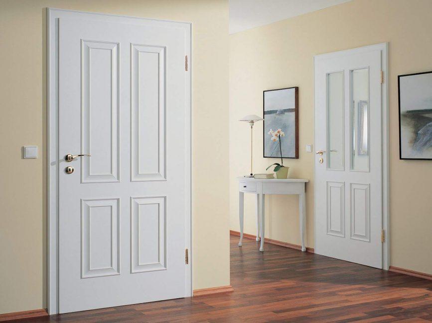 Porte a pannelli nel corridoio interno