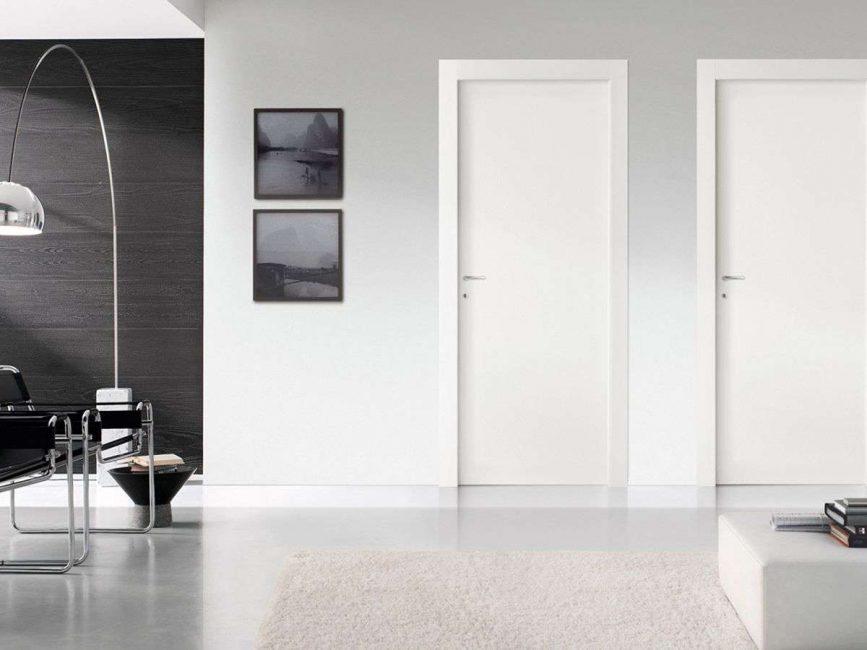 Spesso il colore del muro è unito alla porta.