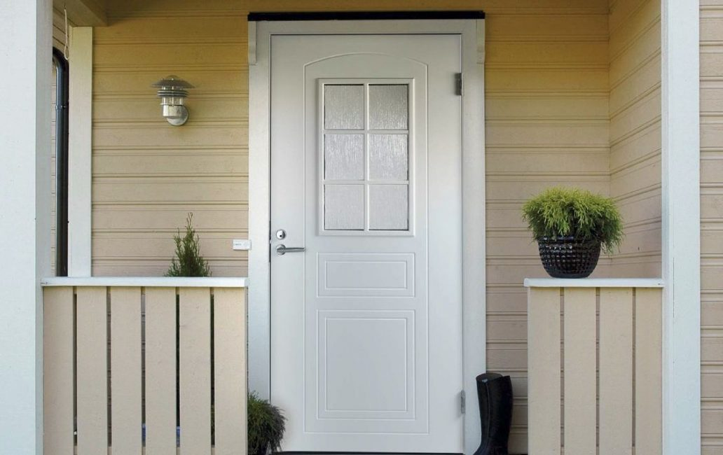 Pintu masuk putih sentiasa kelihatan kaya dan cantik