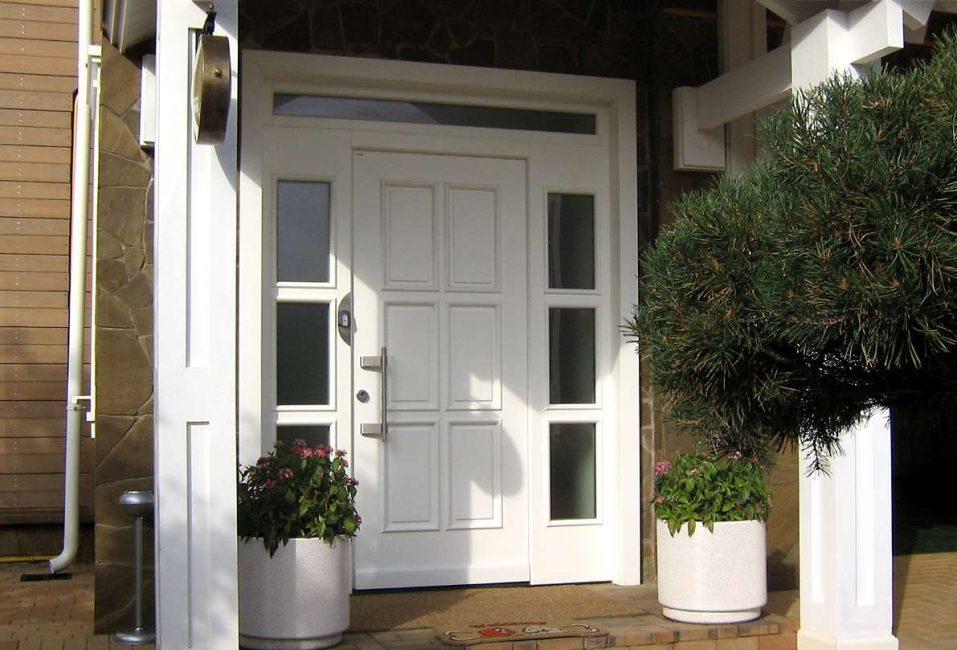 Le porte possono essere bianche solo su un lato.