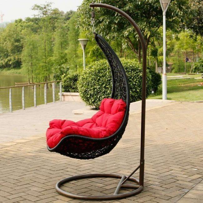 Model universal dalam bentuk swing chair