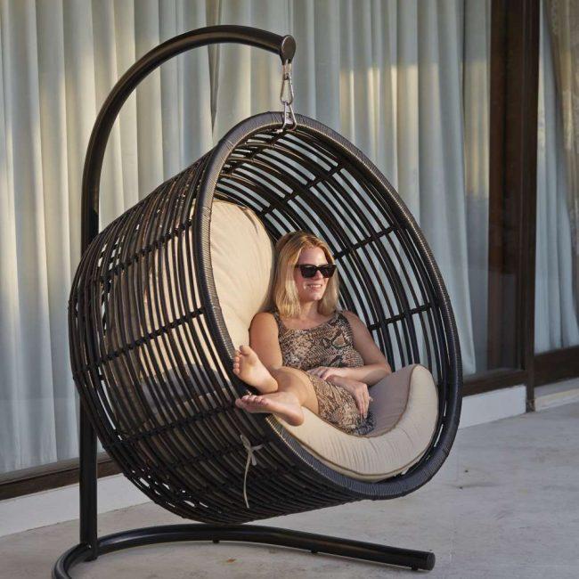 Perabot sedemikian boleh dibuat dengan tangan