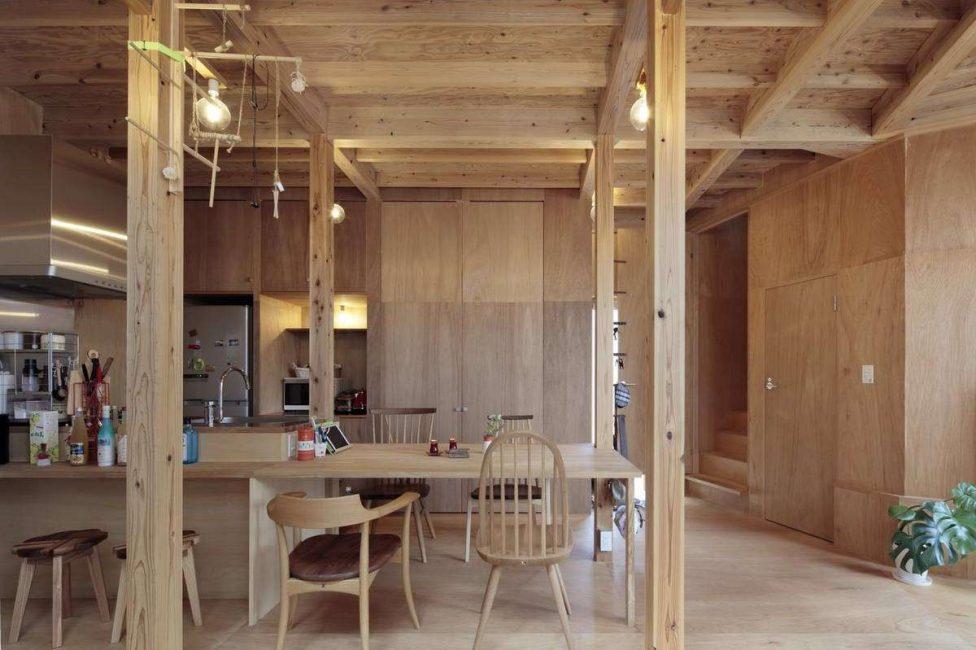 Perabot kayu di dapur